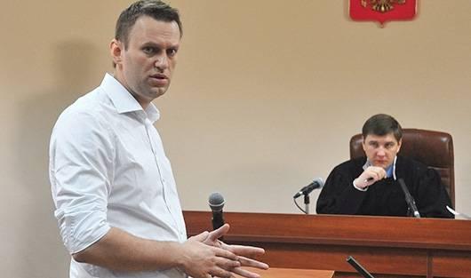 Торжество Кафки: кому власть посылает сигнал приговором Навальному