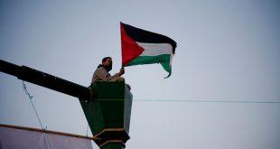 Палестинские флаги в Тель-Авиве