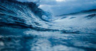 Человечество использует очень много воды, и это способствует засолению океанов