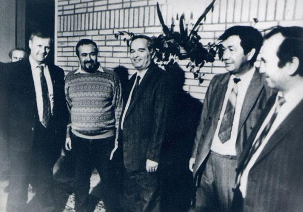 Ташкент, весна 1991 года (слева направо) мэр Санкт-Петербурга Анатолий Собчак, Анвар Усманов, президент Узбекистана Ислам Каримов, премьер-министр Узбекистана Шукурулло Мирсаидов, помощник Мирсаидова А. Ганиев.